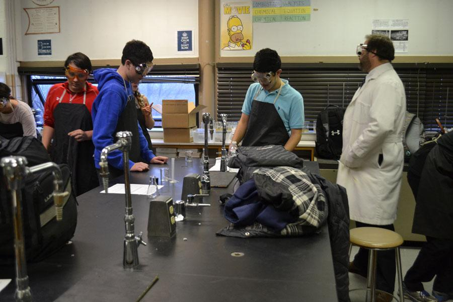 Chemistry+Club+conducts+experiments
