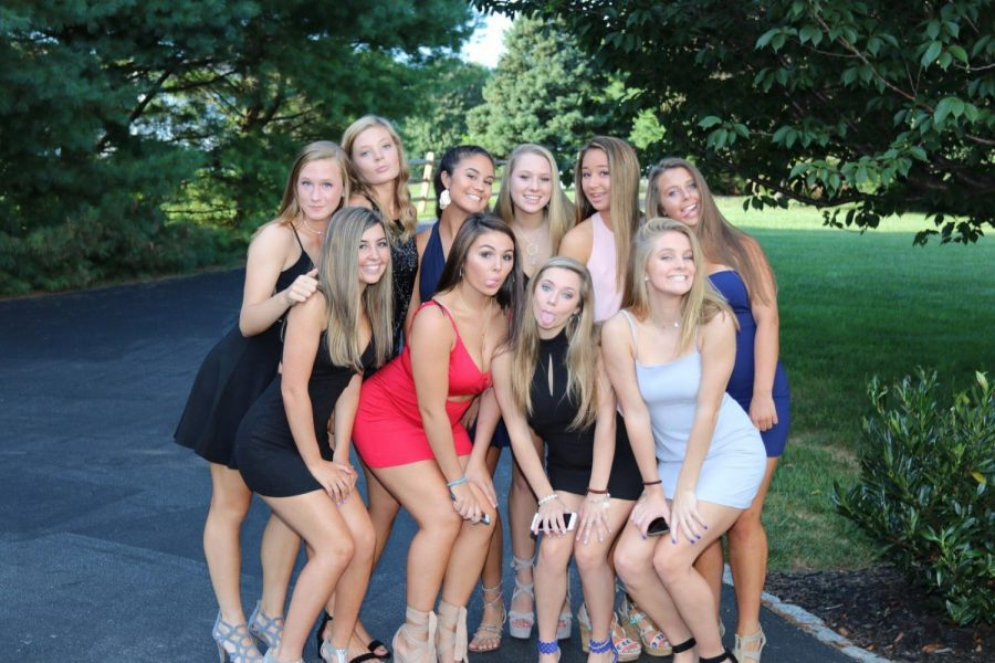 Sophomores+posed+at+Lindsay+Clarke%27s+house+before+the+dance.++Now+that+homecoming+has+passes%2C+students+look+forward+to+winter+break.+